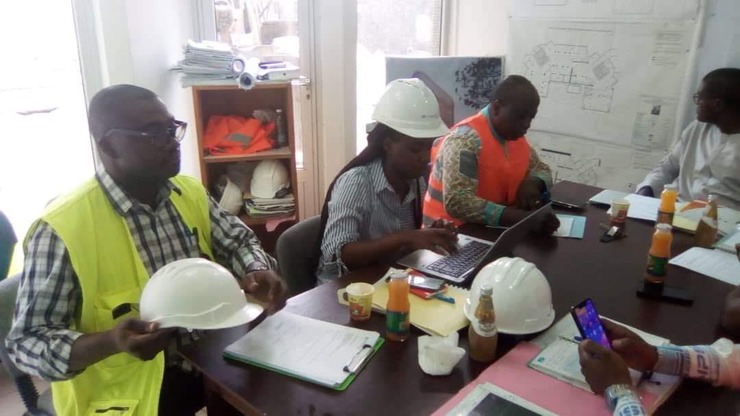 Visite de chantier de l'Immeuble CNPS à Douala